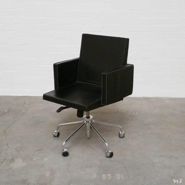 Zwart leren bureaustoel op wielen / office chair