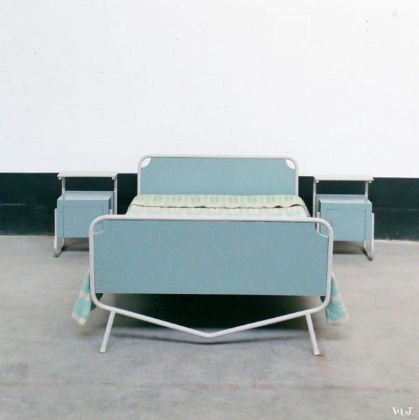 Bed nachtkastjes tafel en stoelen wim rietveld voor auping jaren 39 50 - Tafel nachtkastje balances ...