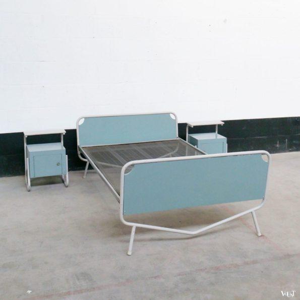 Bed nachtkastjes tafel en stoelen wim rietveld voor auping jaren 39 50 - Nachtkastje voor loftbed ...