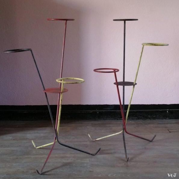 Set van 2 minimalistische metalen plantenstandaards, jaren '50