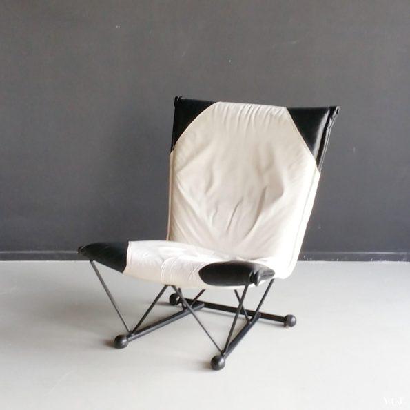 Wit-zwart leren fauteuil Flyer, Pierre Mazairac en Karel Boonzaaijer, jaren '80