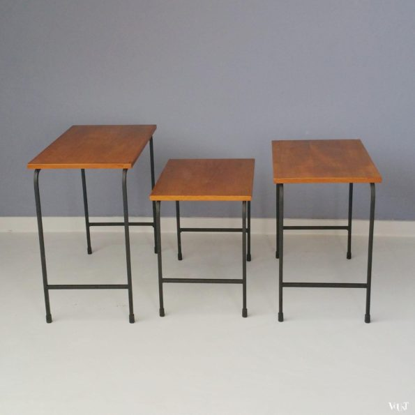 Set minimalistische bijzettafeltjes, jaren '50