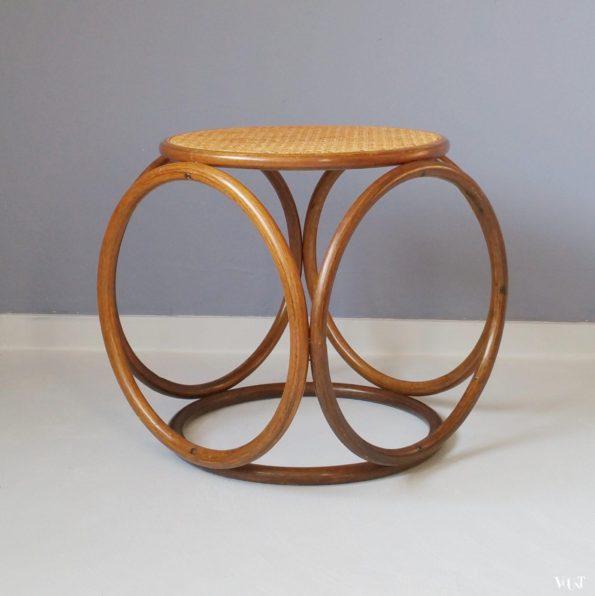 Kruk met houten ringen en rotan webbing, jaren '60/'70