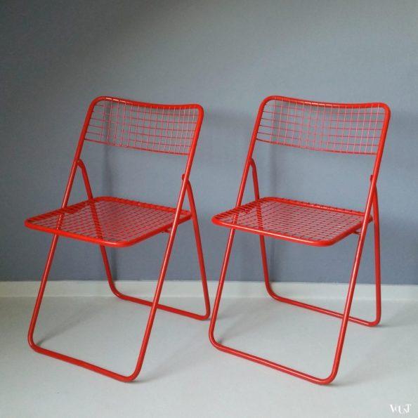 """Set van 2 rode metalen """"Ted Net"""" klapstoelen, Niels Gammelgaard voor Ikea, jaren '70"""